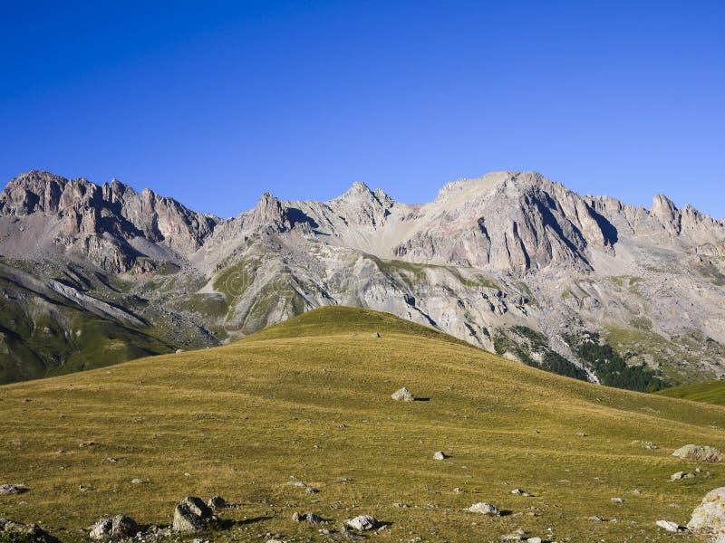 从彻尔Du Lautaret,阿尔卑斯山,法国的山 图库摄影
