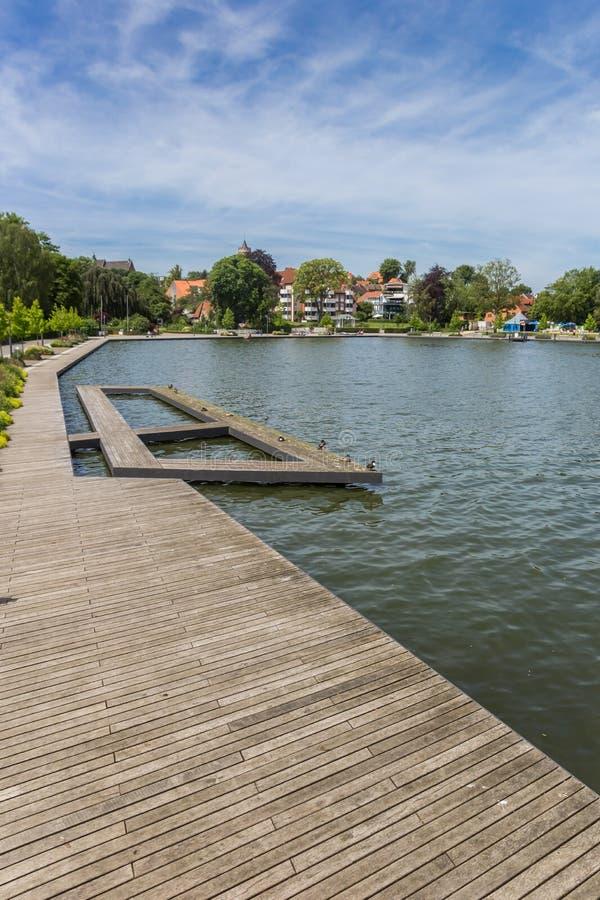 尤丁湖上的木码头 库存照片