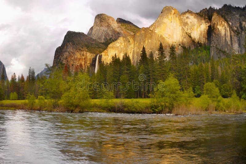 尤塞米提谷山秋天,美国国家公园 免版税库存图片