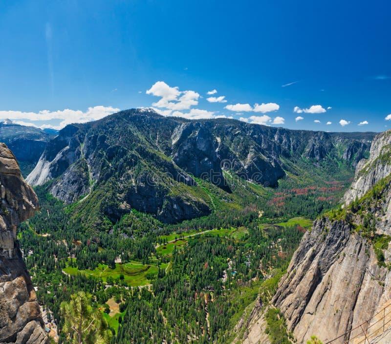 尤塞米提谷看法从上部优胜美地瀑布的 库存照片