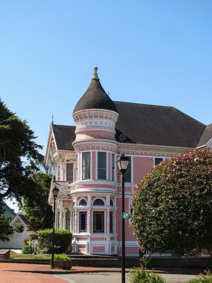 尤里卡,加州- 2017年7月23日:鸡尾酒,一个历史的维多利亚女王时代的家,是一个普遍的旅游目的地 库存图片