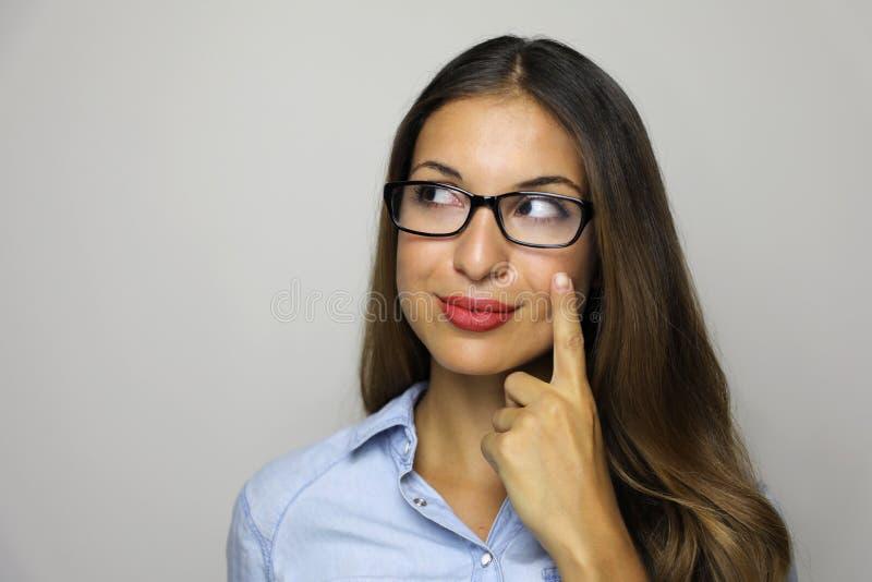 尤里卡!有一个想法指向与手指和看对边的迷人的年轻女实业家特写镜头画象被隔绝 图库摄影
