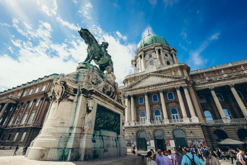 尤金Savoy王子countryard的雕象的看法在布达城堡王宫在布达佩斯,匈牙利 图库摄影