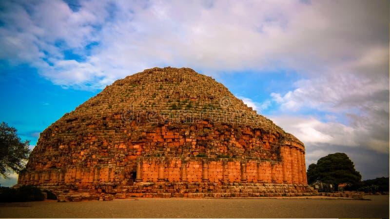 尤鲍II和克娄巴特拉・塞勒涅二世,阿尔及利亚坟茔Tipasa废墟的 库存照片