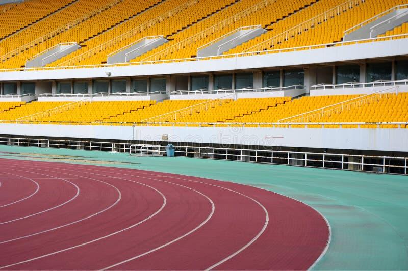 Download 就座体育场 库存图片. 图片 包括有 模式, 长凳, 户外, 橙色, 足球, 塑料, 线路, 位子, 正常 - 22351395