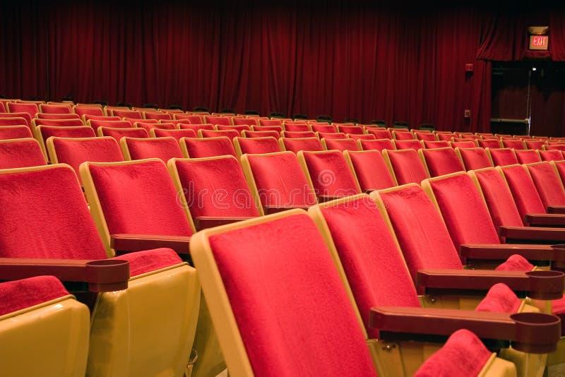 Download 就座剧院 库存图片. 图片 包括有 室内装潢, 就座, 户内, 装饰, 体育场, 剧院, 椅子, 位子, 红色 - 337557