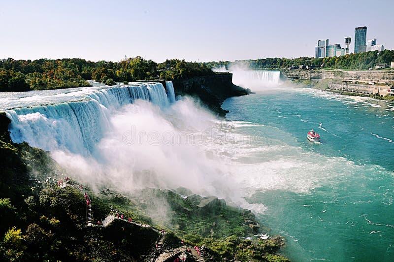 尼亚加拉大瀑布有加拿大大厦看法  库存照片