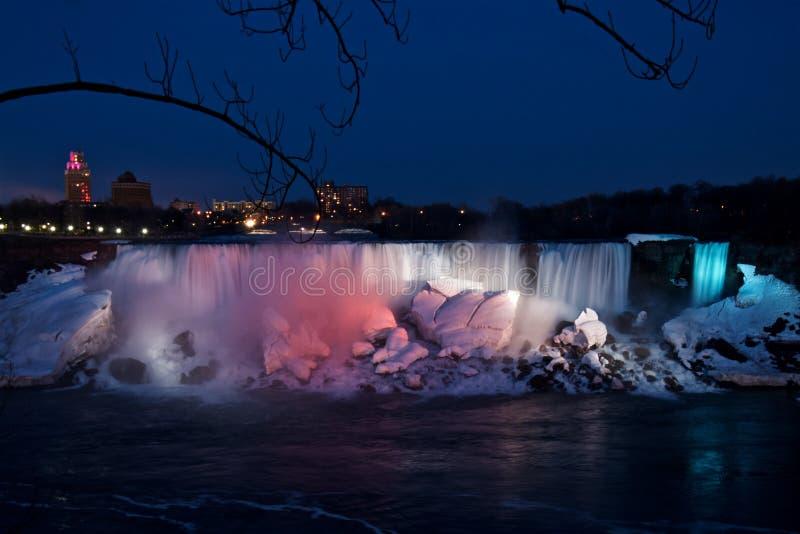 尼亚加拉大瀑布的夜视图从加拿大边的在春天 免版税库存图片