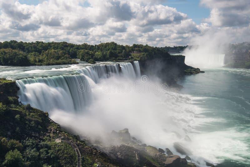 Download 尼亚加拉瀑布风景视图 库存图片. 图片 包括有 国界的, 台阶, 结构树, 旅行, beauvoir, 速度 - 30330641