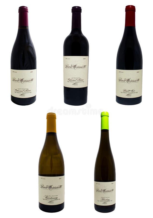 从尼亚加拉葡萄园的酒瓶 免版税图库摄影