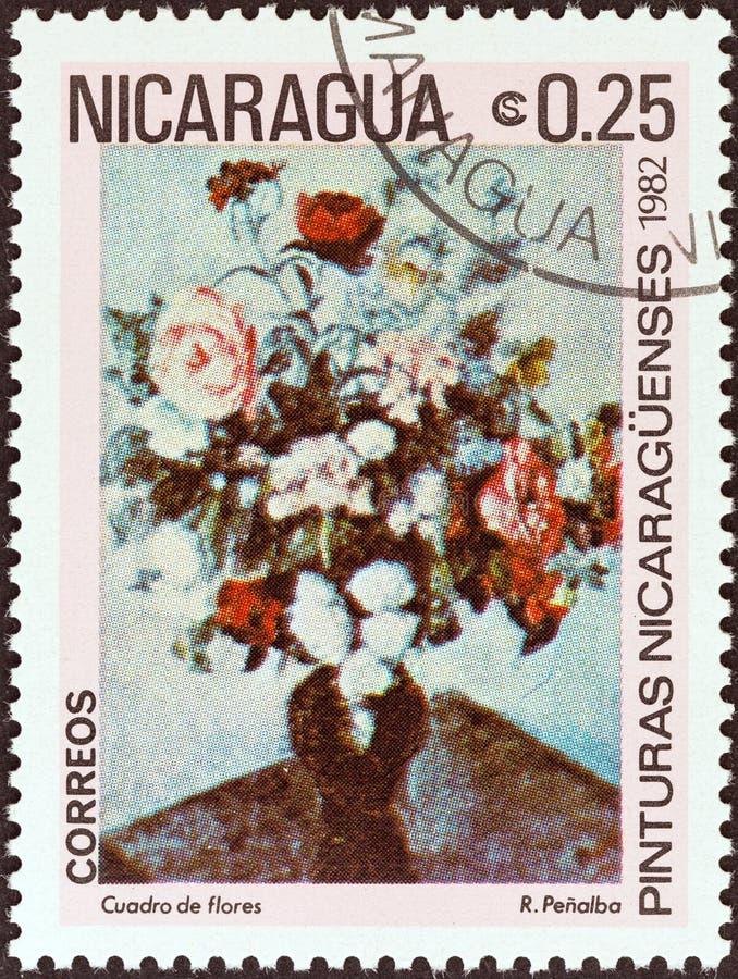 尼加拉瓜-大约1982年:在尼加拉瓜打印的邮票显示花瓶花罗德里戈Penalba,大约1982年 免版税图库摄影