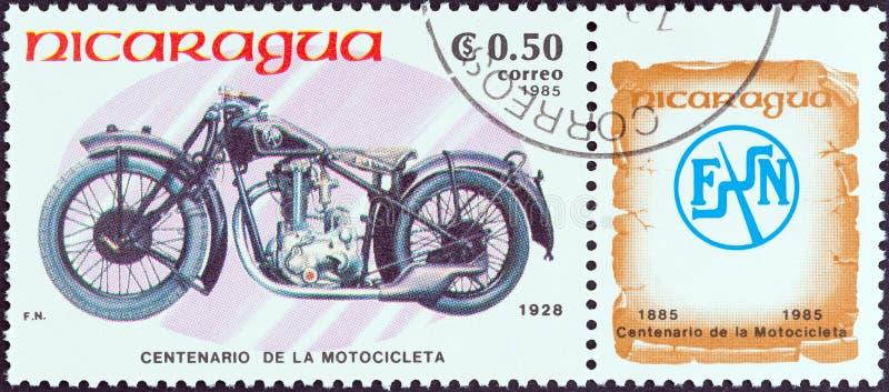尼加拉瓜-大约1985年:在尼加拉瓜打印的邮票显示FN M67C,1928年,大约1985年 免版税库存照片