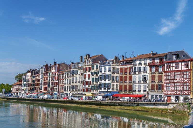 尼夫河河堤防在巴约讷,法国 库存图片