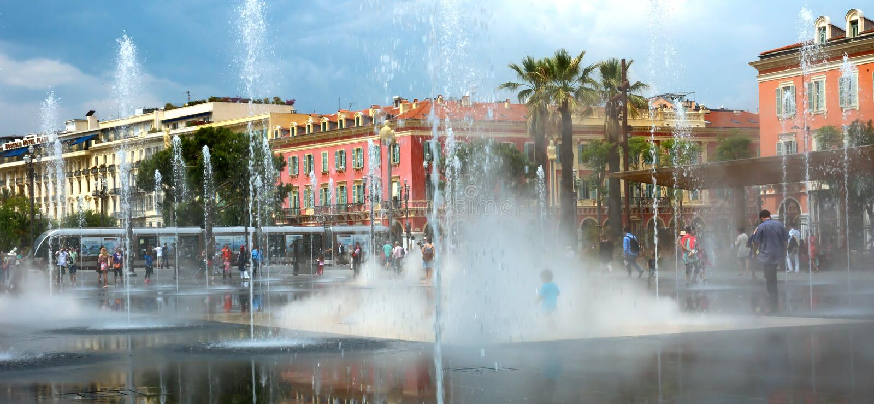 尼斯城市-可爱的喷泉 库存图片