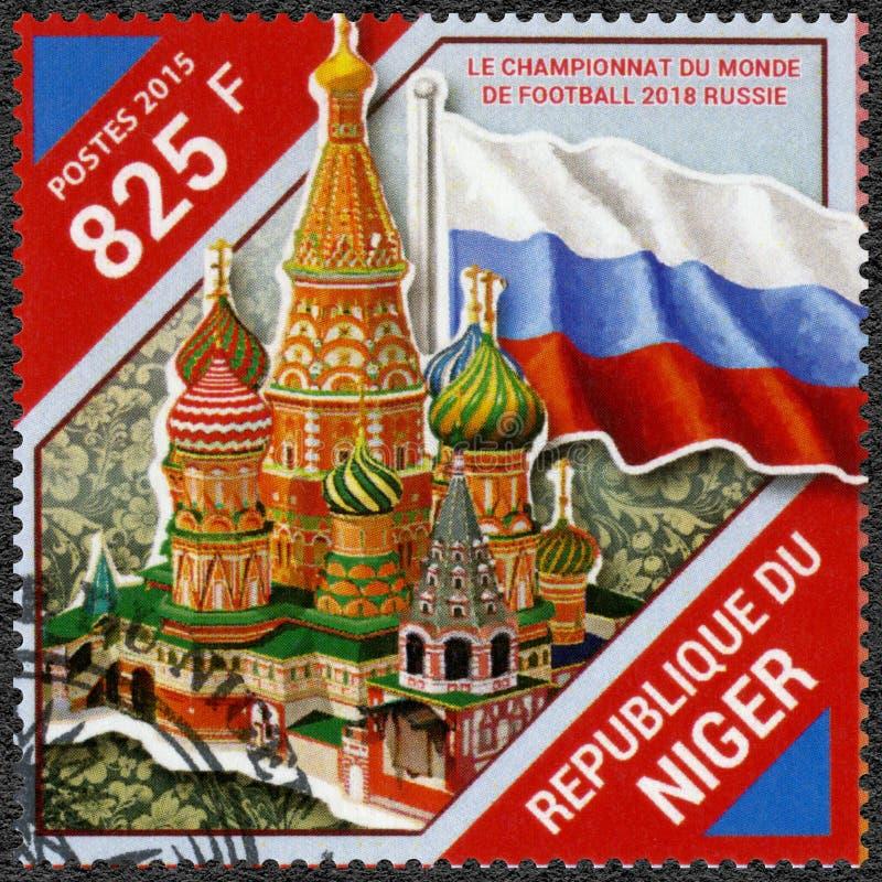 尼日尔- 2015年:展示莫斯科和旗子,瓦西里大教堂保佑的圣徒蓬蒿的,2018年橄榄球世界杯俄罗斯 免版税库存照片