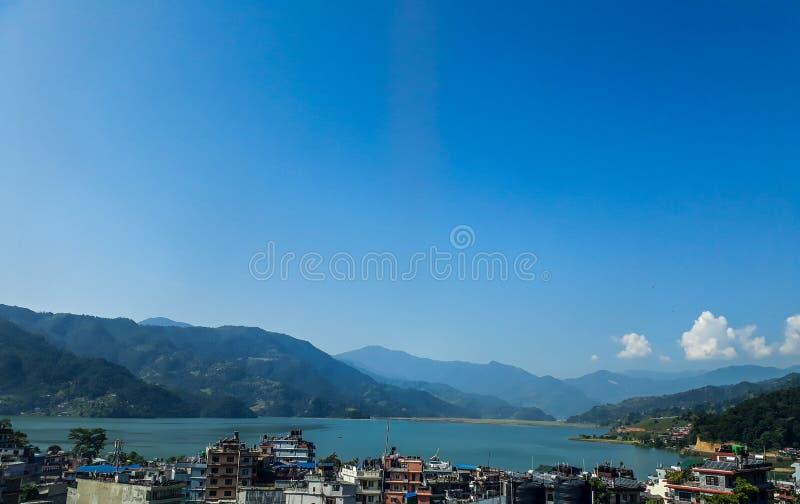 尼泊尔和Fewa湖博克拉市的部分有蓝天的作为背景 免版税库存图片