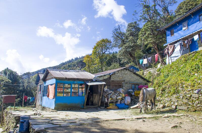 尼泊尔喜马拉雅山脉房屋景观 免版税库存图片