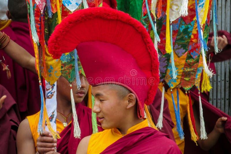 尼泊尔寺庙的佛教年轻修士 免版税库存图片