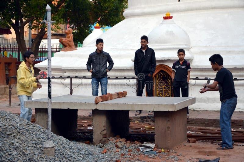 尼泊尔少年戏剧乒乓球 库存图片