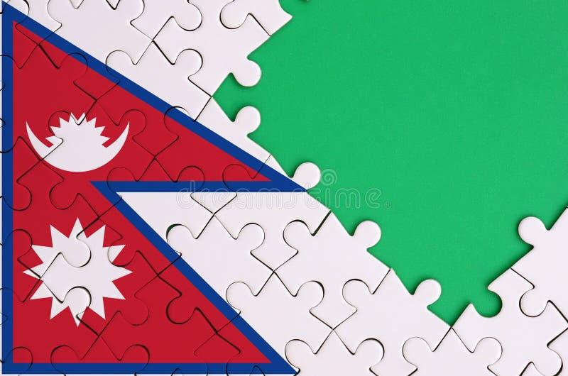 尼泊尔旗子在与自由绿色拷贝空间的一个完整七巧板被描述在右边 库存例证
