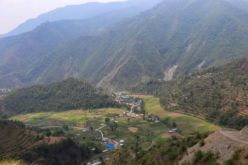 尼泊尔的村庄由小山围拢了 免版税库存照片