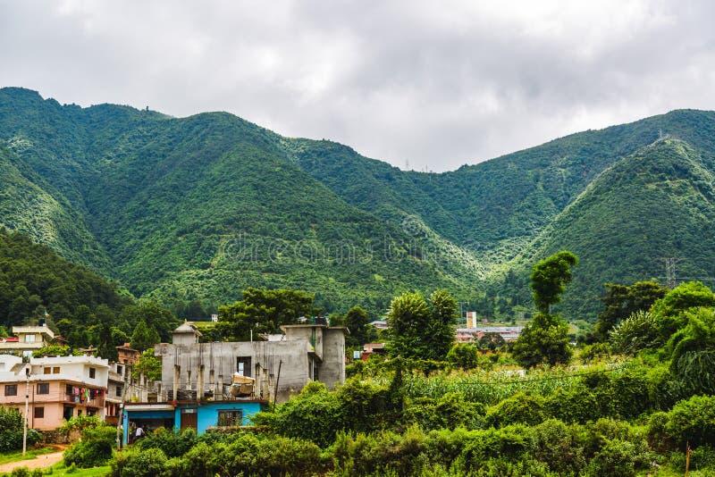 尼泊尔的美好的绿色风景在夏天,喜马拉雅山的场面, Ch 免版税库存照片