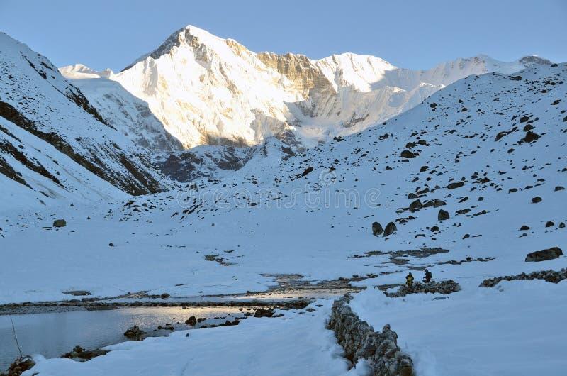 尼泊尔,喜马拉雅山,高峰卓奥友峰的看法, 8210海拔米 免版税库存图片