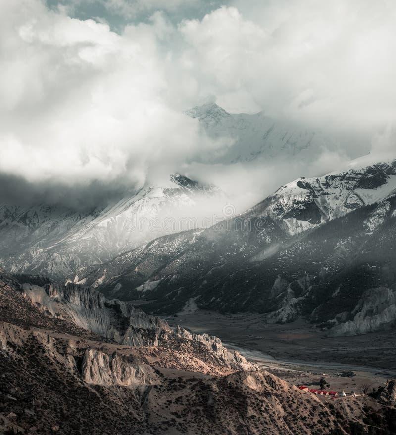 尼泊尔,安纳布尔纳峰电路艰苦跋涉 图库摄影