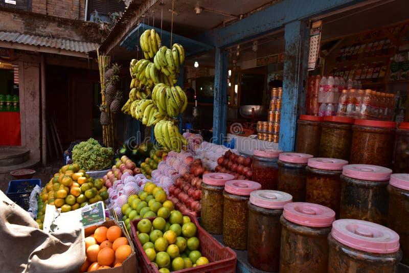 尼泊尔,有粮食的Bhaktapur商店 库存照片