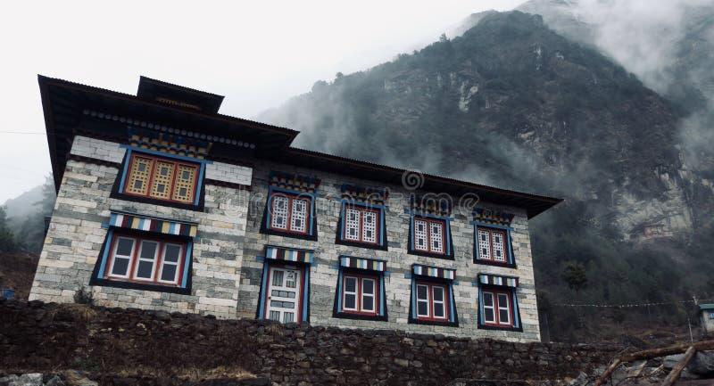 尼泊尔,美丽的历史建筑,对珠穆琅玛的方式 库存图片