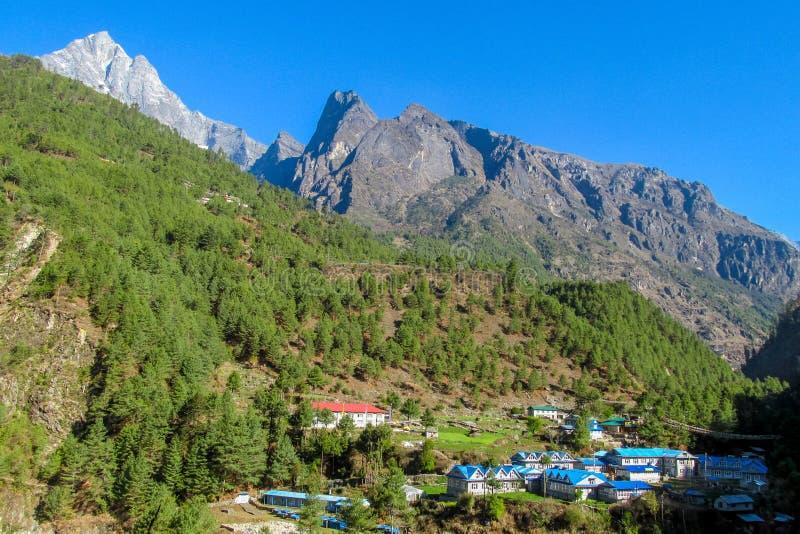尼泊尔EBC迁徙的路线的山村 免版税库存图片