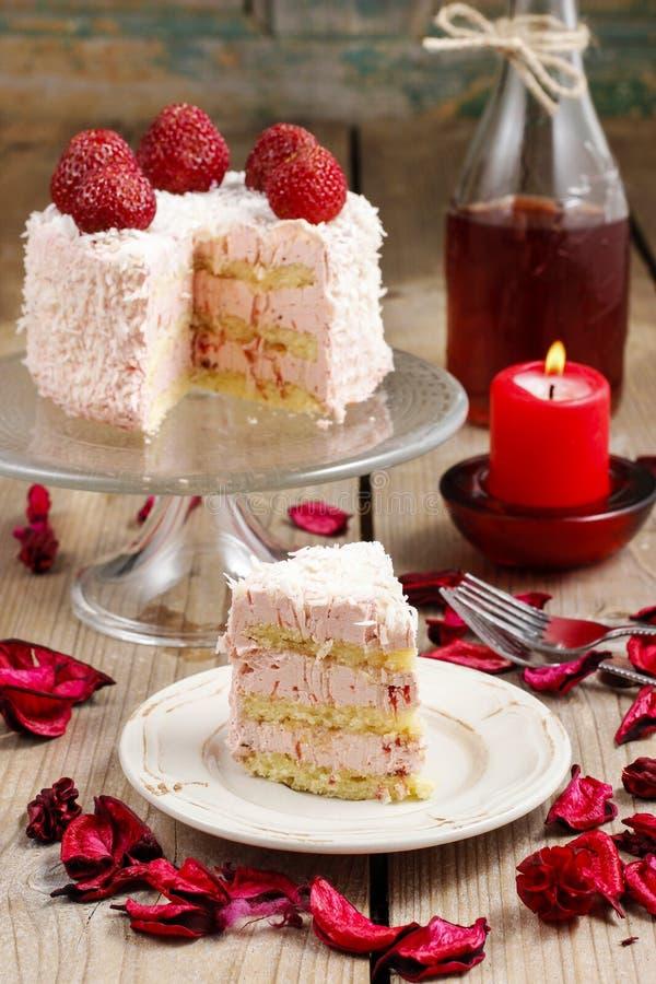 层数草莓蛋糕 免版税库存图片