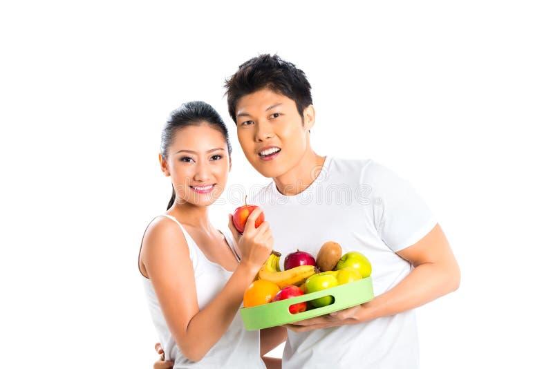 居住亚洲的夫妇吃和健康 免版税库存图片