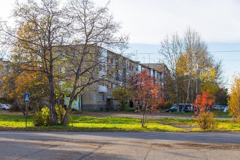 居住区的看法在Milkovo,公寓单元,堪察加,半岛,俄罗斯 免版税库存图片