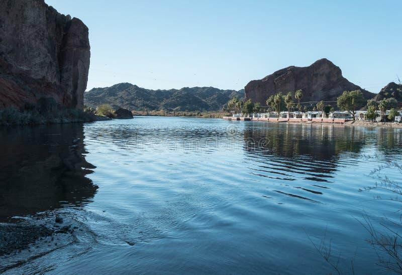 居住在帕克,亚利桑那附近的科罗拉多河手段 免版税库存照片