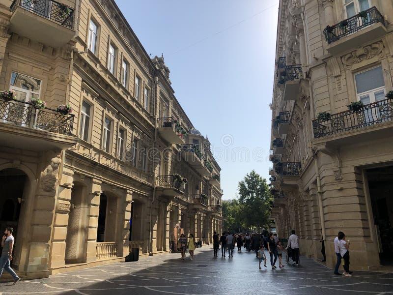 居住的生活 巴库街道  免版税库存照片