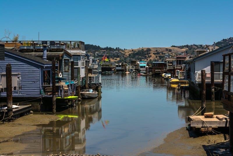 居住船在Sausalito,加利福尼亚 免版税库存图片