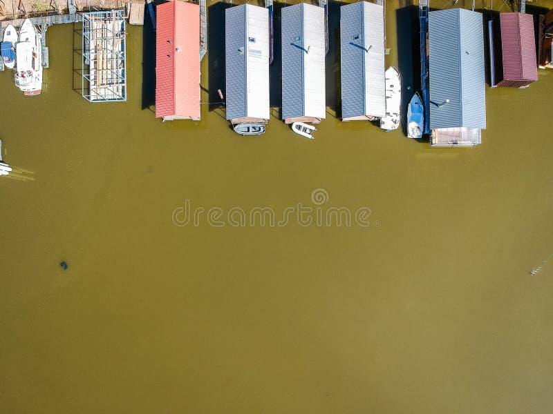 居住船空中照片与小船的 免版税图库摄影