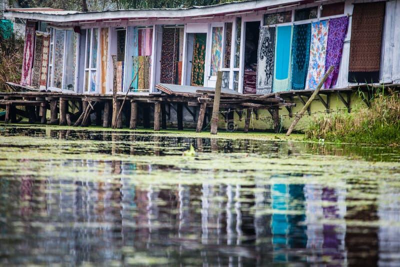 居住船,浮动豪华旅馆在Dal湖, Srinagar.India 免版税图库摄影