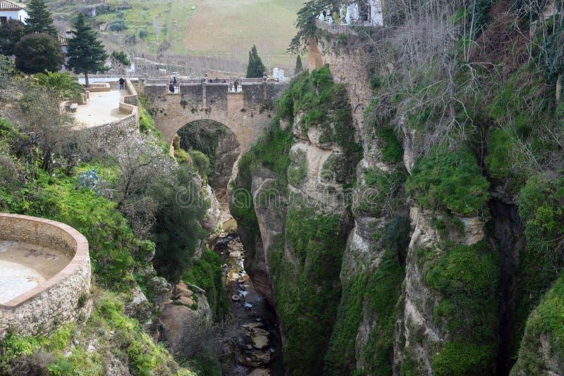 居民住房在朗达西班牙  在El上Tajo峡谷的议院  在深渊的城市 免版税库存照片