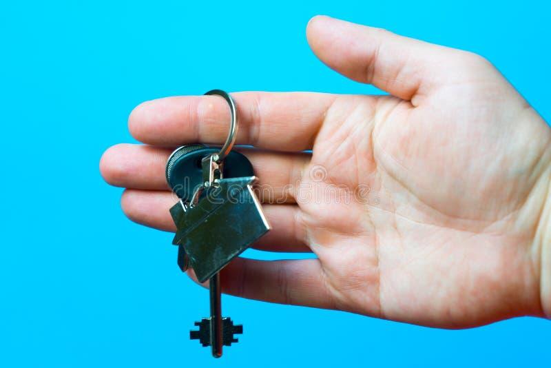 屋子的钥匙在人的手里 库存照片