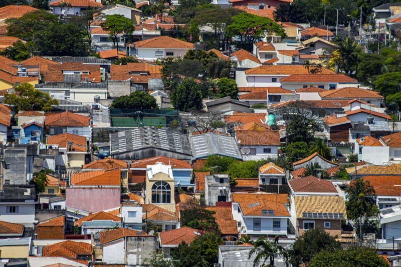 屋顶与房子不同 免版税库存图片