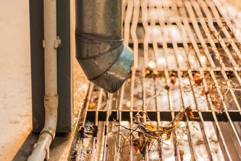屋顶天沟管子线的图象 免版税图库摄影