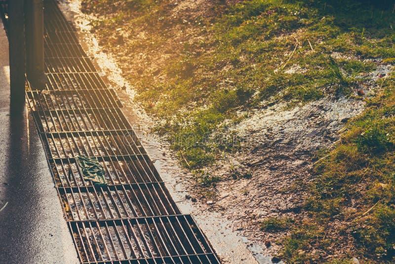 屋顶天沟管子线的图象 图库摄影