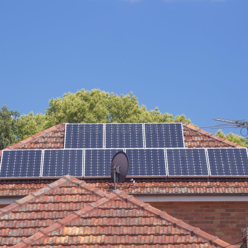 屋顶太阳电池板 图库摄影