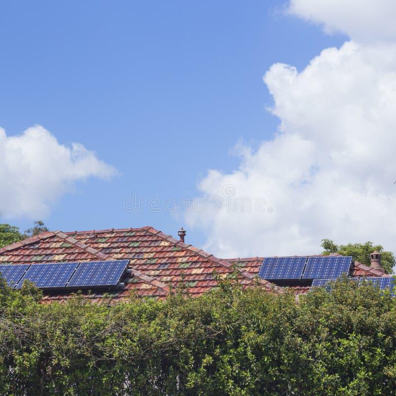 屋顶太阳电池板 免版税库存图片