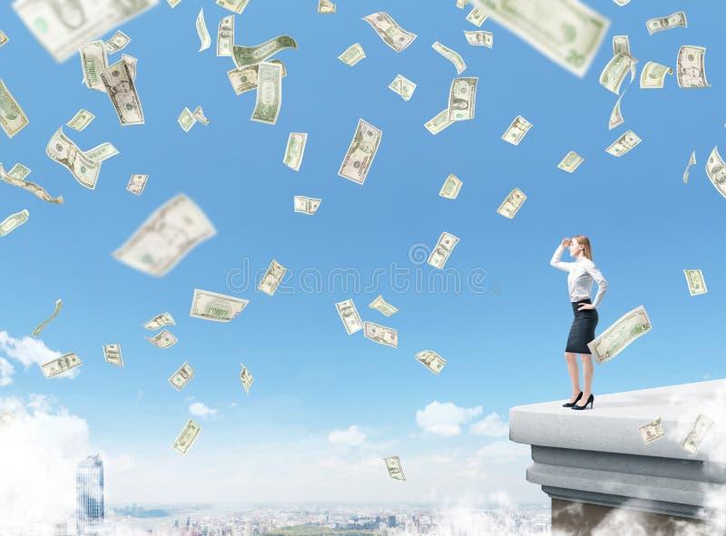 屋顶的女实业家 免版税库存图片