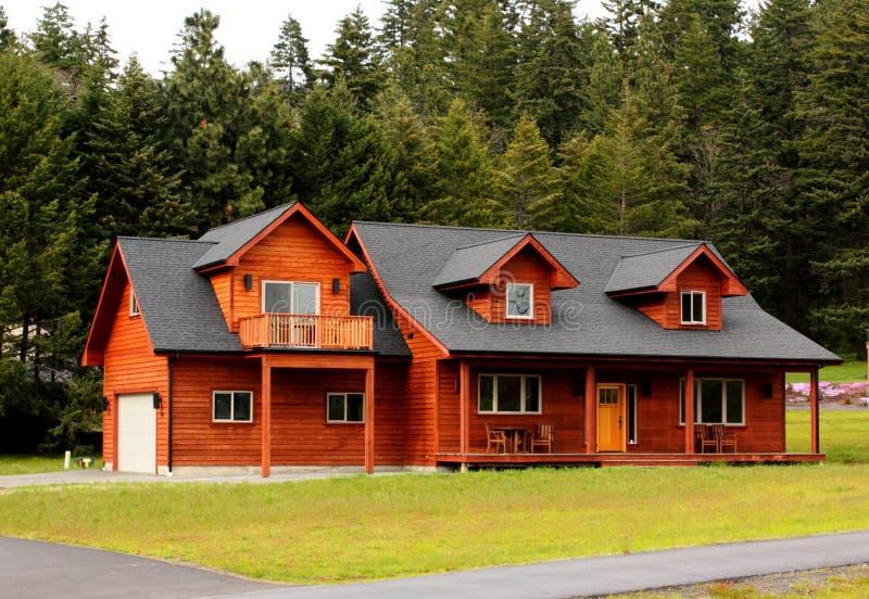 屋顶窗典型房子的大农场 免版税库存图片