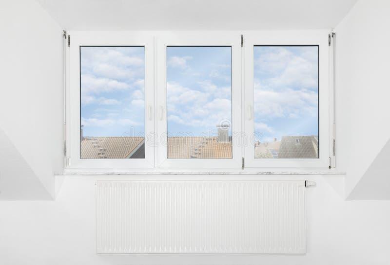 屋顶窗口 免版税库存图片