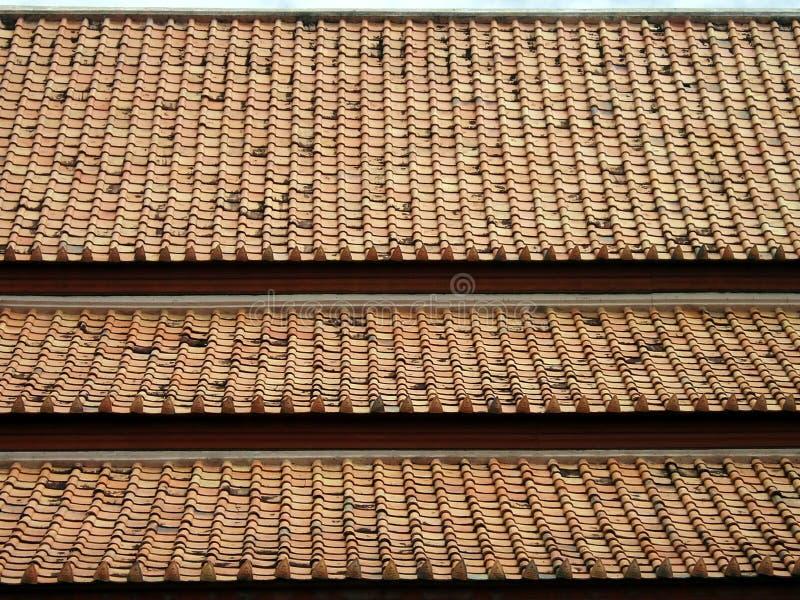 Download 屋顶 库存图片. 图片 包括有 盖子, 屋顶, 佛教, 教会, 的btu, 背包, 瓦片, 斜倚, 金黄 - 15681985